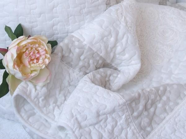 Tagesdecke FINN 180x260 cm Weiß Creme Sand Plaid Sofaüberwurf