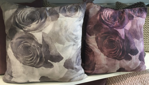 Kissenbezug JOLIE 45x45 cm lila oder grau Edel Rosen Velour floral Blumen Polyester