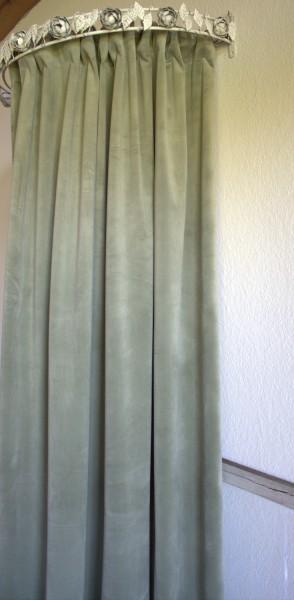 Vorhang GABRIELLA Samt LINDGRÜN 140x240 cm 2 Stück Polyester Blickdicht
