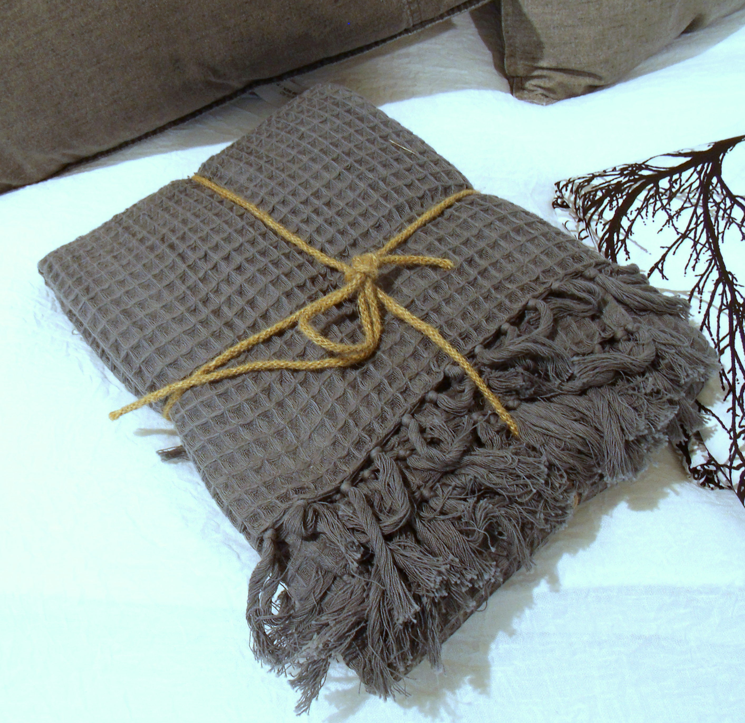tagesdecke paddy grau 180x260 cm waffelpique tagesdecken sofa berw rfe decken. Black Bedroom Furniture Sets. Home Design Ideas