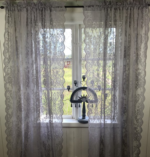vorhang lucia grau spitzen gardine rosen 120x240 cm 2 st ck spitzen gardinen mehr gardinen. Black Bedroom Furniture Sets. Home Design Ideas